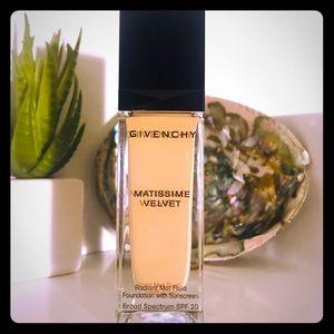 Givenchy Matissime Velvet Foundation